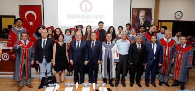 2015'li İSTE'liler Diplomalarını Aldı