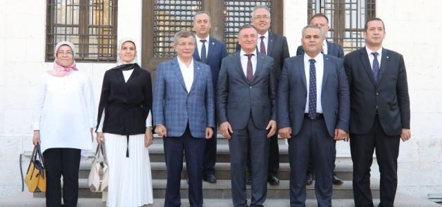 Ahmet Davutoğlu'ndan Başkan Savaş'a Ziyaret