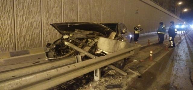 Alkollü Sürücü Bariyere Daldı; 2 Yaralı