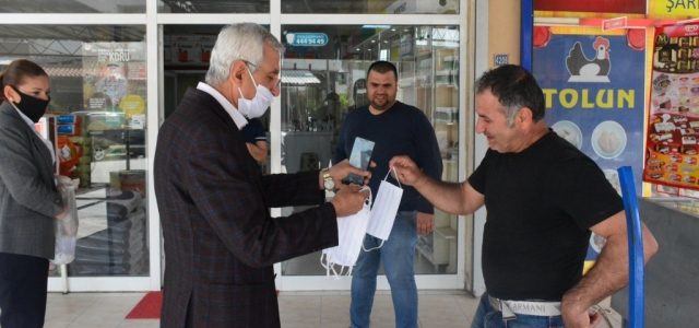 Arsuz Belediyesi Maske Dağıtmaya Devam Ediyor