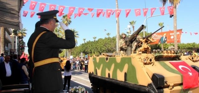 Askeri Konvoy Cumhuriyet Bayramına Renk Kattı