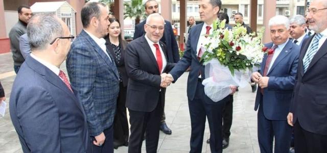 Bakan Selçuk'tan Başkan Tosyalı 'ya Ziyaret