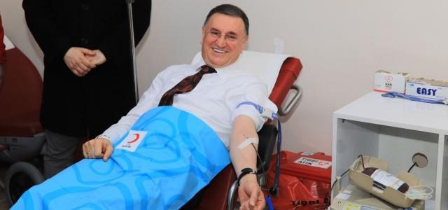 Başkan Savaş Kan Bağışında Bulundu