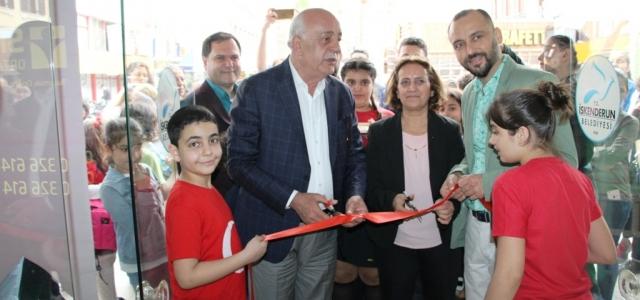 Başkan Seyfi Dingil Öğrencilerin Sergisini Açtı