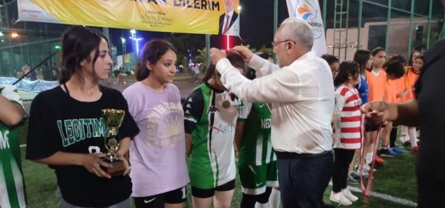 Başkan Tosyalı'dan Başarılı Sporculara Madalya