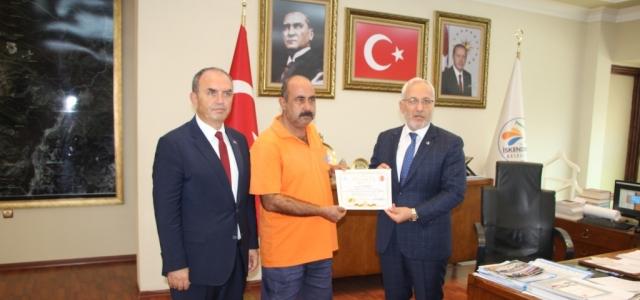 Başkan Tosyalı'dan Duyarlı İşçiye Ödül