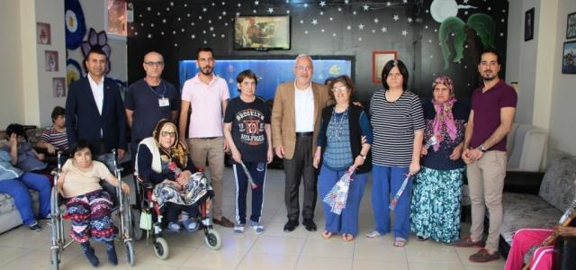 Başkan Tosyalı'dan Annelere Karanfil