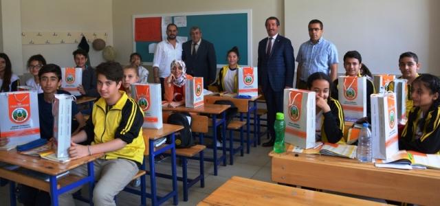 Başkan Vurucu'dan Öğrencilere Anlamlı Hediye