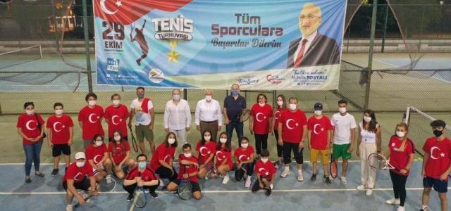 Cumhuriyet Bayramı Tenis Turnuvası Yapıldı