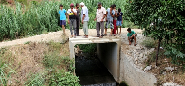 Dereye Akan Kanalizasyon Suyuna Tepki
