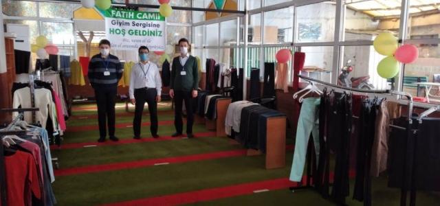 Fatih Camii'sinde Giyim Sergisi İhtiyaç Sahiplerini Bekliyor