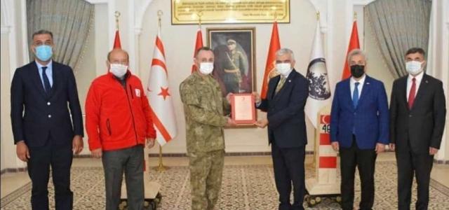 Garnizon Komutanı Kılıç'a Kızılay Madalyası