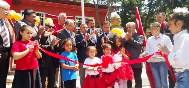 İGEV'den İlkokula Atatürk Büstü