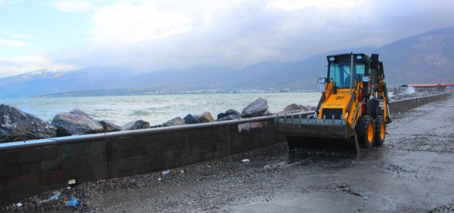 İskenderun Belediyesi'nden Fırtına Sonrası Temizlik