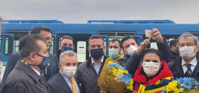 İskenderun Fenerbahçeliler Derneği'nden Çiçek Takdimi