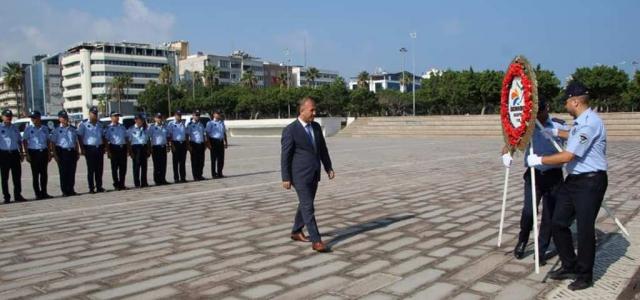 İskenderun Zabıtası Atatürk Anıtına Çelenk Sundu