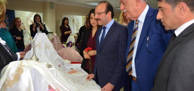"""'KADINLAR EL EMEĞİ """"SERGİSİ AÇILDI"""