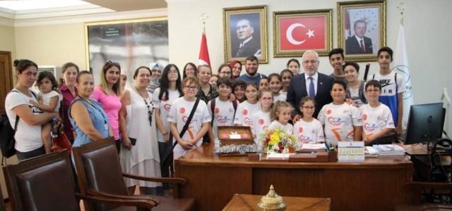 Minik Tenisçilerden Başkan Tosyalı'ya Teşekkür
