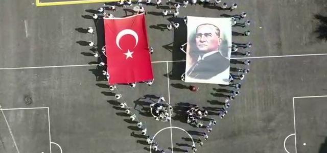 Namık Kemal Ortaokulu'ndan '29 Ekim' Koreografisi