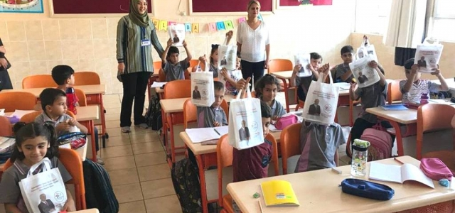 Öğrencilere Kırtasiye Dağıtımı Devam Ediyor