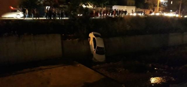 Otomobil Feyezan Kanalı'na Uçtu