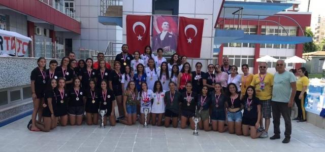 Sutopunda Şampiyon İskenderun Yüzme İhtisas Kulübü