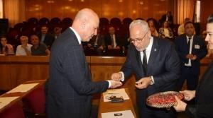 Başkan Tosyalı Meclis Üyelerine Rozet Taktı