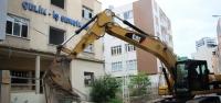 Eski Çelik-İş Sendikasının Metruk Binası Yıkıldı