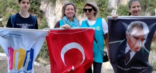 Türk Bayrağı Aşık Maşuk Tepesi'nde!