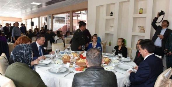 Vali Şehit Aileleri ve Gazilerle Bir Araya Geldi