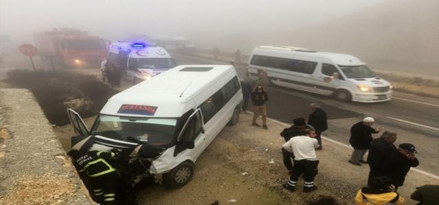 Yayladağı'nda Sis Nedeniyle Kaza: 13 Yaralı