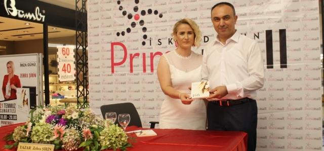 Yazar Zehra Şirin 'Veda' Kitabını İmzaladı
