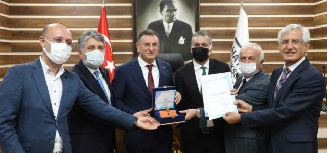 'Yılın Gastronomi Şehri' Ödülü Başkan Savaş'a Teslim Edildi