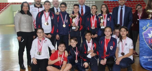 'Yüzme Bilmeyen Kalmasın Projesi'nden Şampiyonluğa